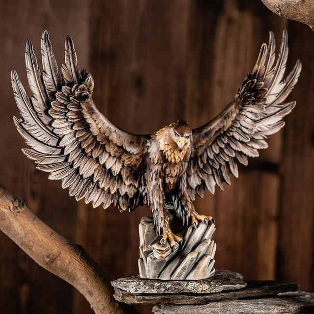Eagle open wings - Woodcarvingshop Val Gardena